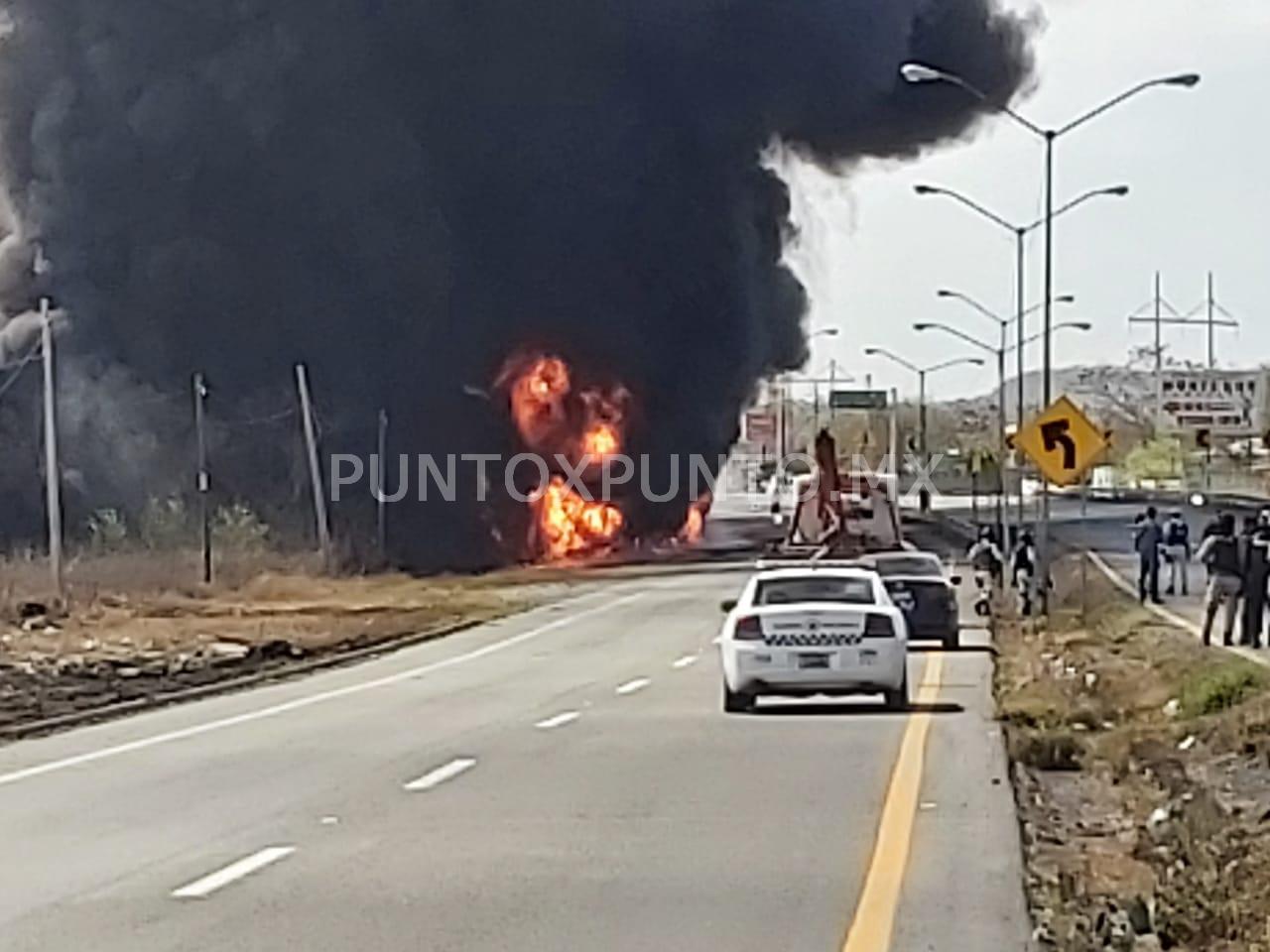 INCENDIO DE UNA PIPA EN MONTEMORELOS MOVILIZA A LOS CUERPOS DE RESCATE Y POLICIACAS.