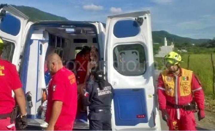 EN SANTIAGO PROTECCIÓN CIVIL RESCATARON A UN HOMBRE EN ARROYO.