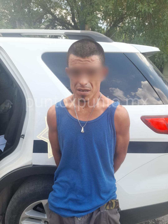 POLICIAS DE HUALAHUISES, DETIENE A UNA PERSONA CON UNA BOLSA LLENA DE DROGA.