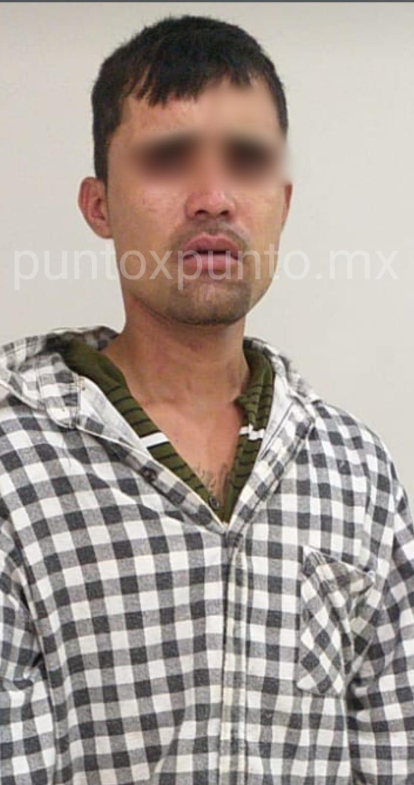SORPRENDEN A UNA PERSONA ROBANDO EN DOMICILIO, POLICÍAS LO DETIENEN.