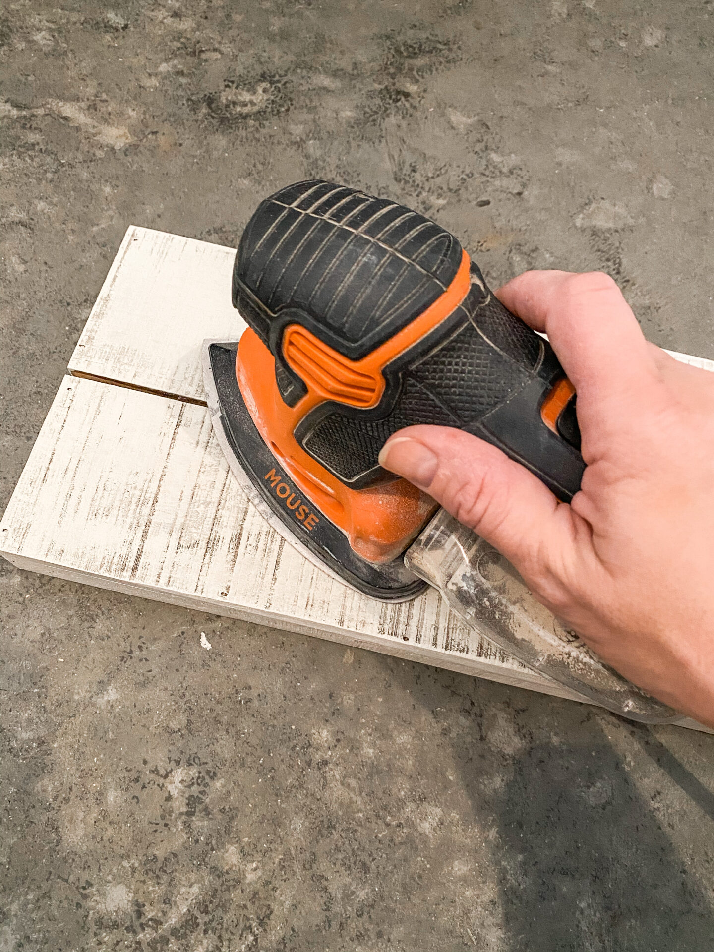 how to use a mouse sander.