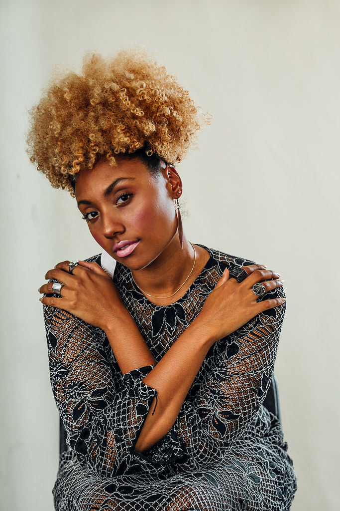 RSEE-LCM-xmmtt-natural-hair-blonde-curls-puff-style-details