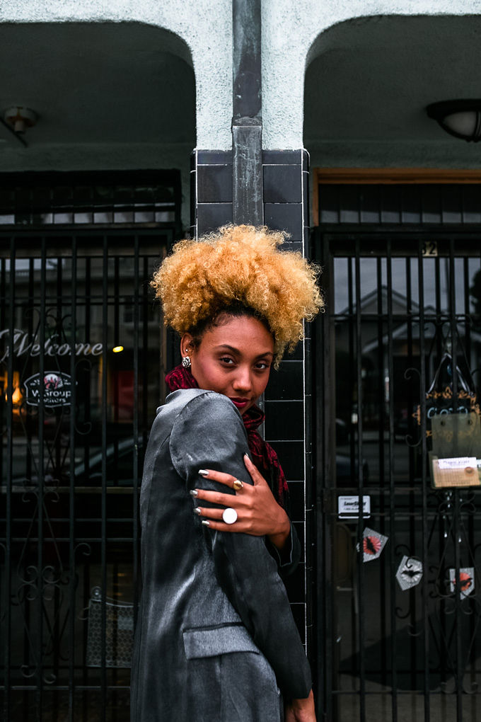 RSEE-LCM-Liveclothesminded-xmmtt-longbeach-3853-wear who you are-how to wear a scarf-red scarf-sparkle jacket