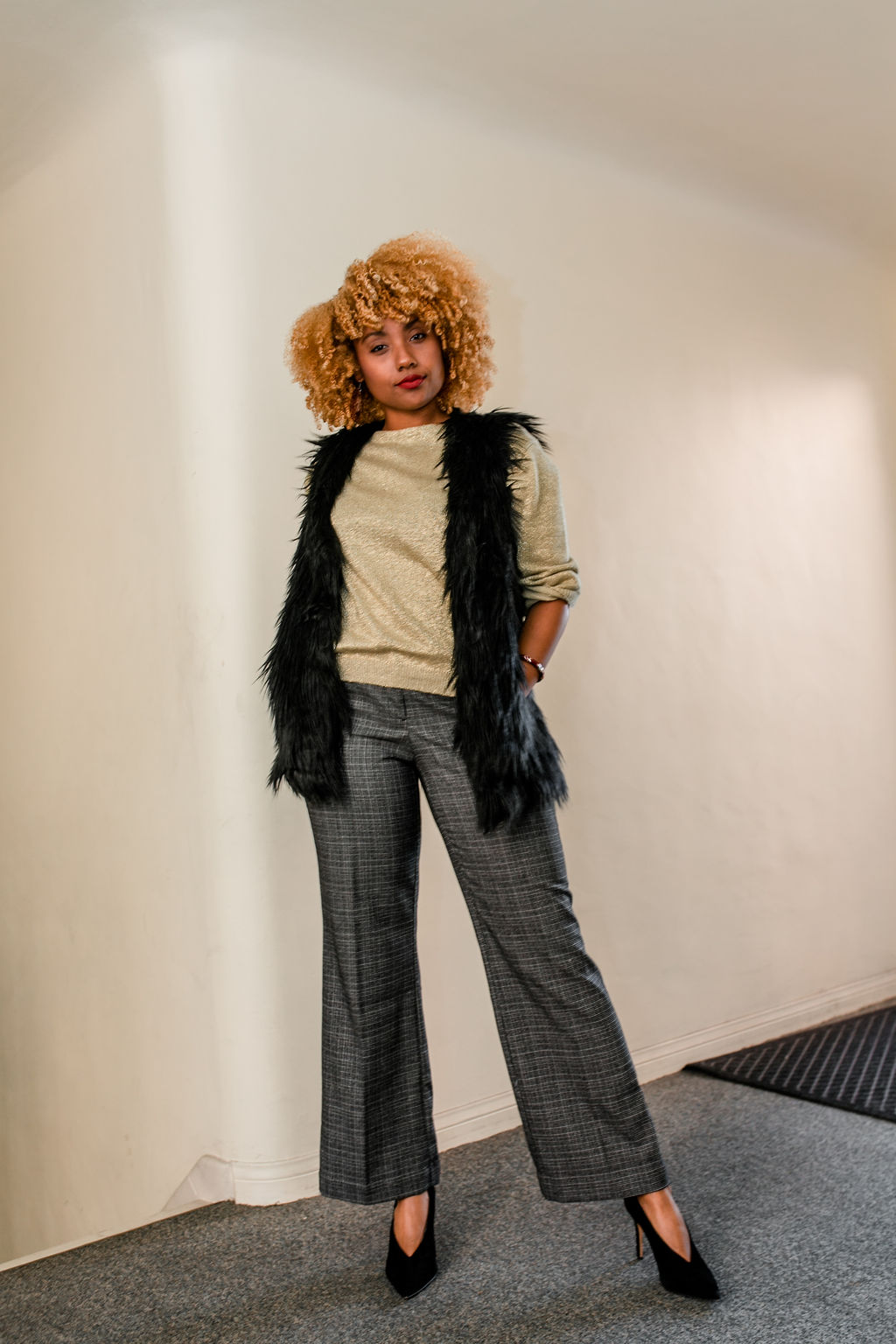 reflect -RSEE-LCM-Liveclothesminded-xmmtt-longbeach-2208-wear who you are-slacks-gold sweater-blonde curls-how to wear slacks-7 big moments- faux fur vest