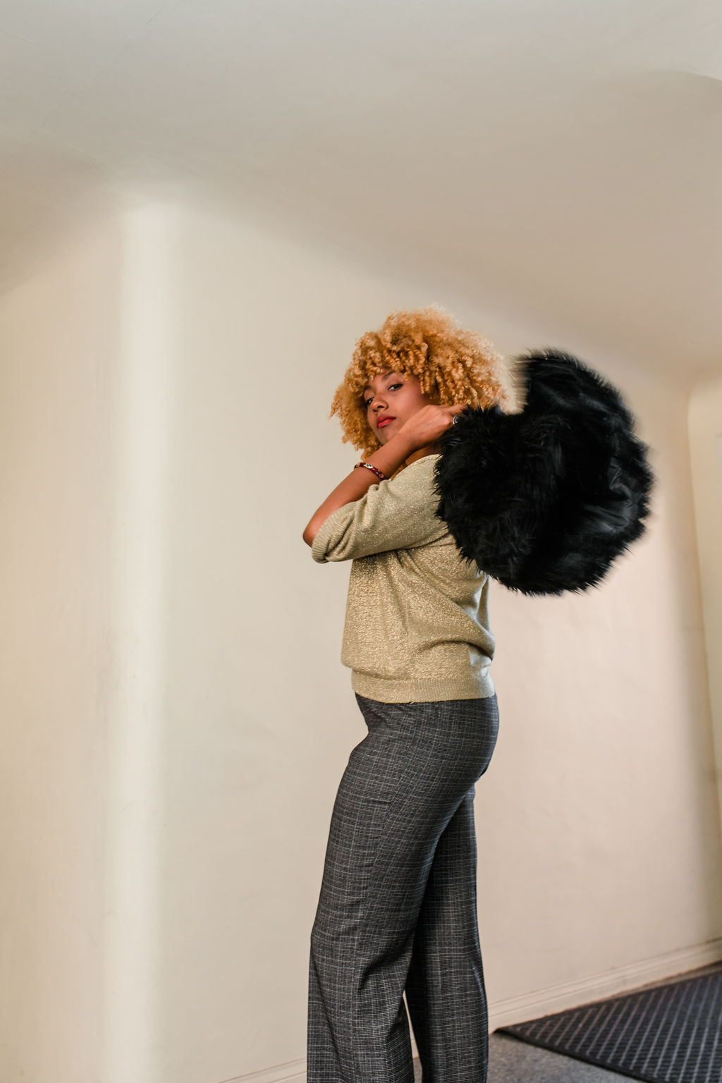 reflect -RSEE-LCM-Liveclothesminded-xmmtt-longbeach-2221-wear who you are-slacks-gold sweater-blonde curls-how to wear slacks-7 big moments- faux fur vest