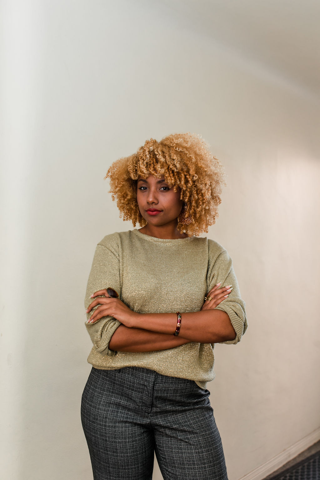 reflect -RSEE-LCM-Liveclothesminded-xmmtt-longbeach-2235-wear who you are-gold sweater-blonde curly hair-blonde curls
