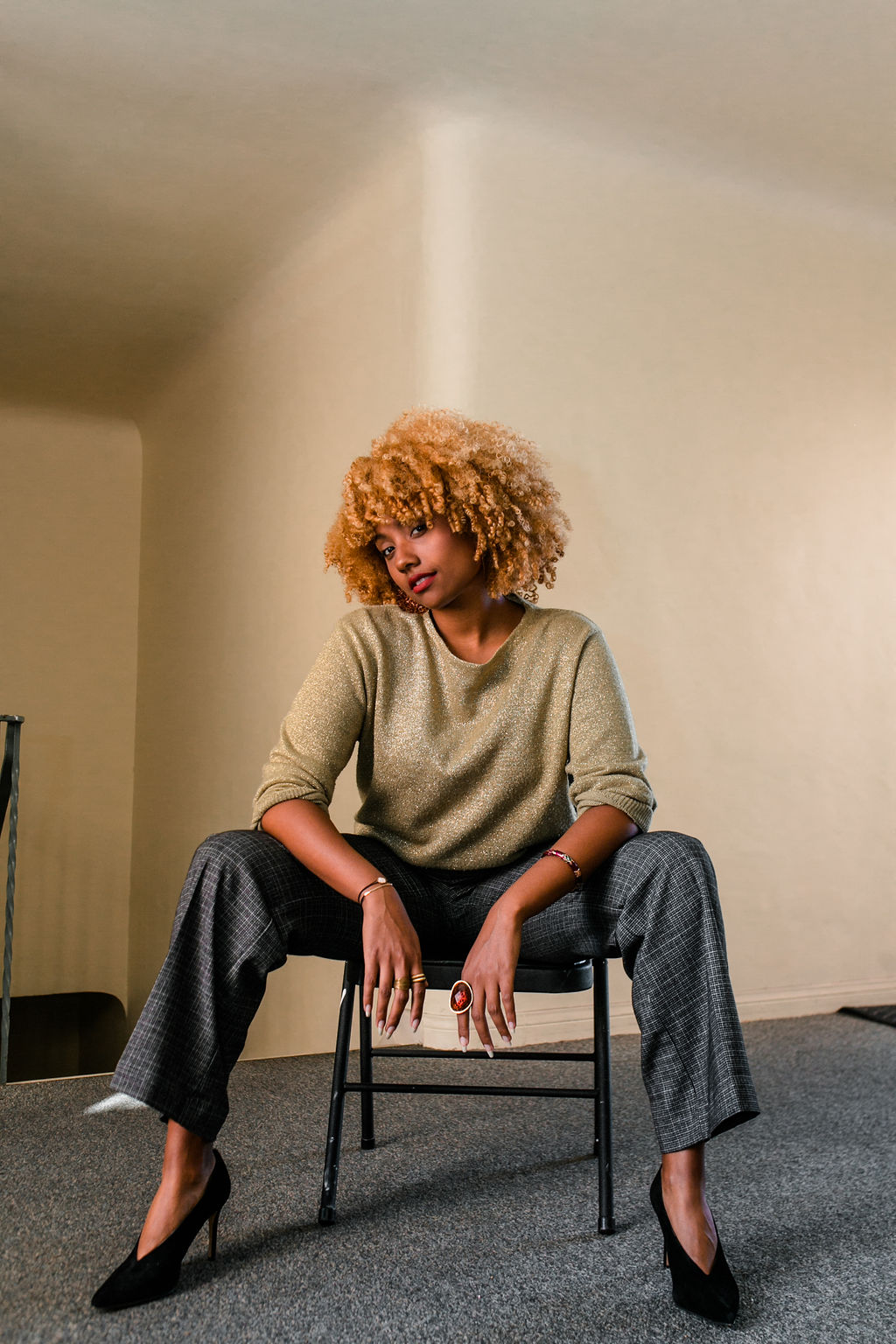 reflect -RSEE-LCM-Liveclothesminded-xmmtt-longbeach-2272-wear who you are-slacks-gold sweater-blonde curls-how to wear slacks-7 big moments