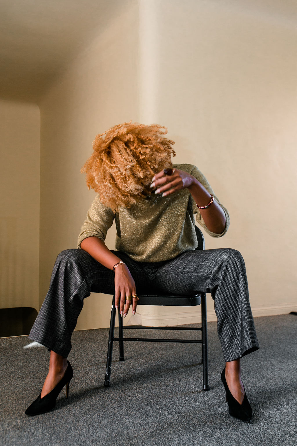 reflect -RSEE-LCM-Liveclothesminded-xmmtt-longbeach-2274-wear who you are-slacks-gold sweater-blonde curls-how to wear slacks-7 big moments