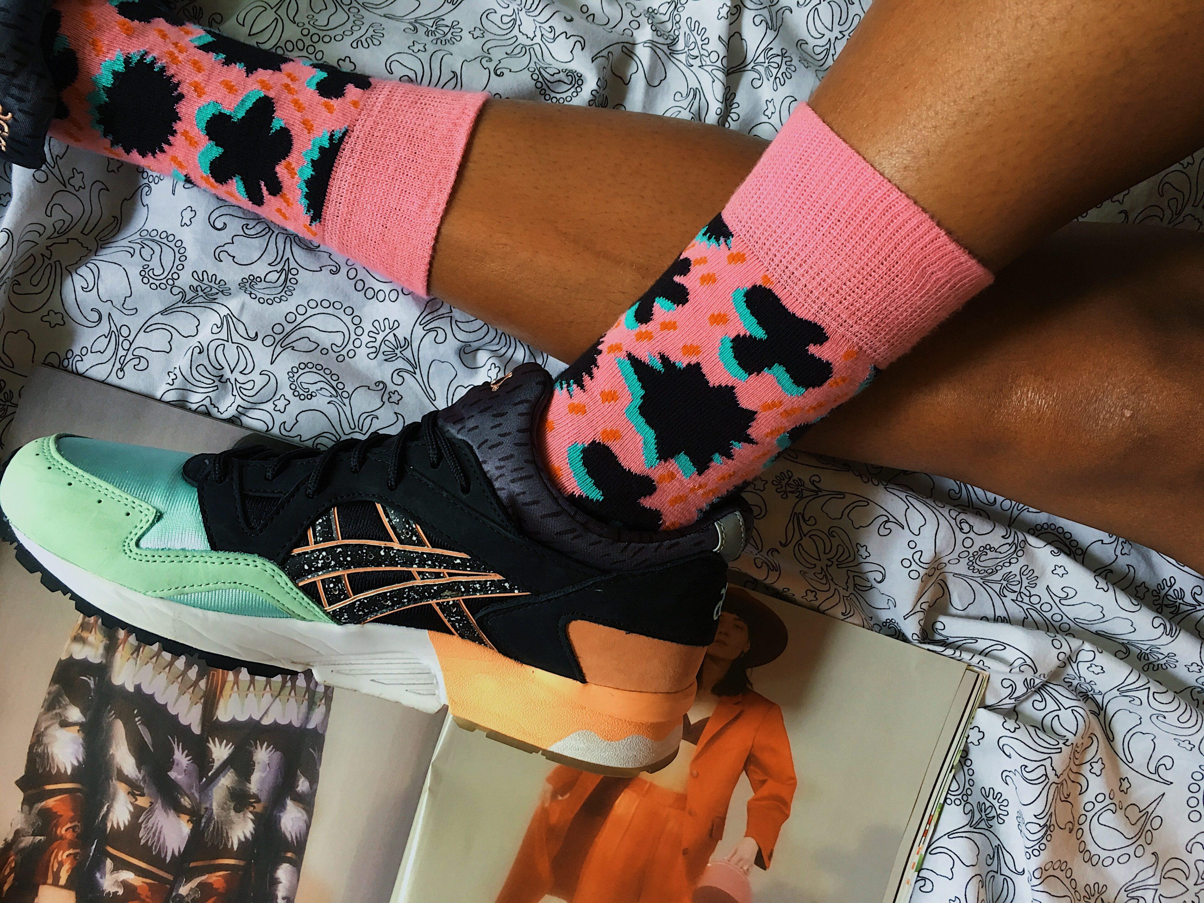 happy socks-colorful socks-asics tiger - gel lyte v-wear who you are-lcm-pink socks