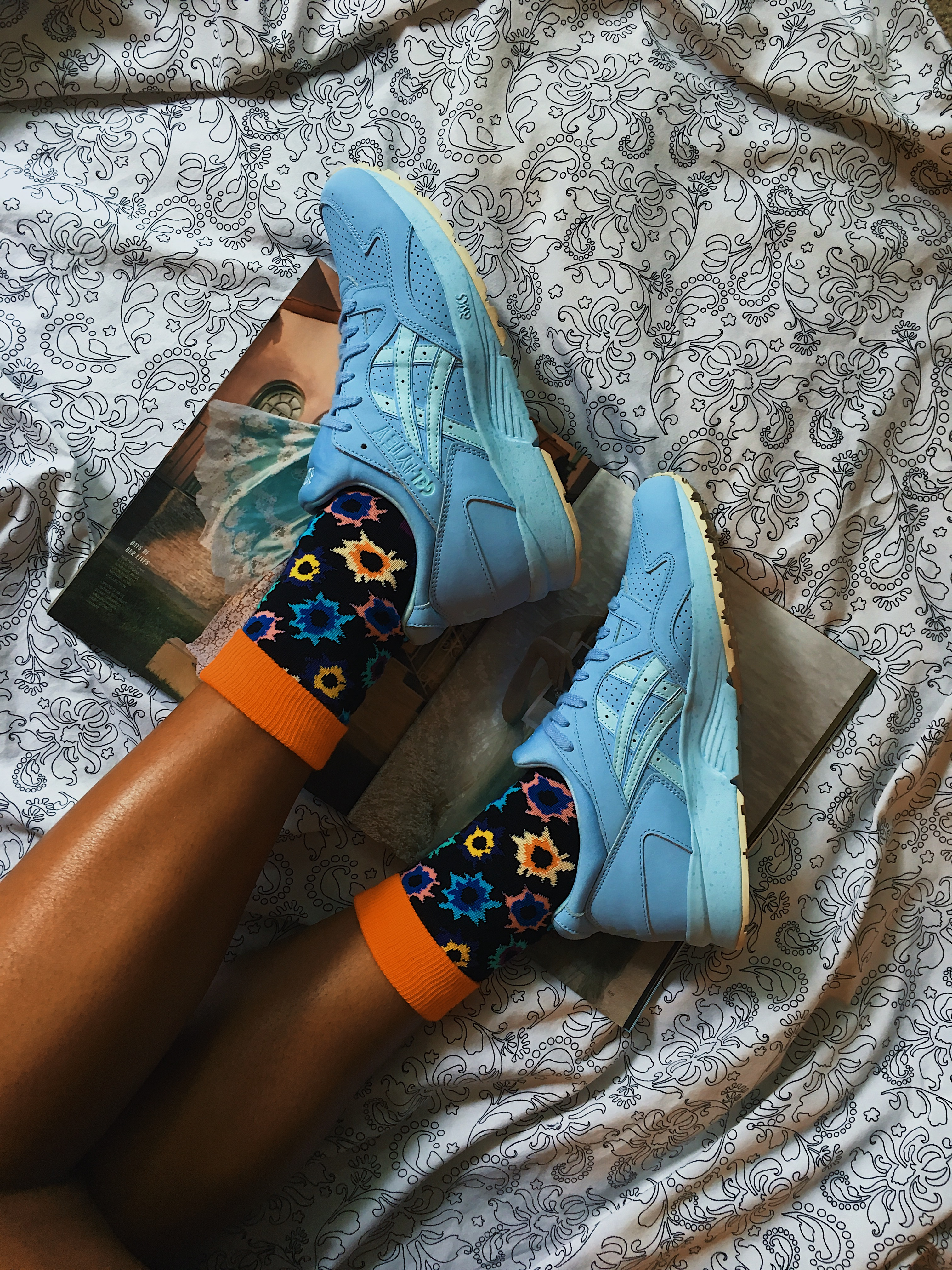 happy socks-colorful socks-asics tiger-gel lyte v-wear who you are-blue sneakers-lcm