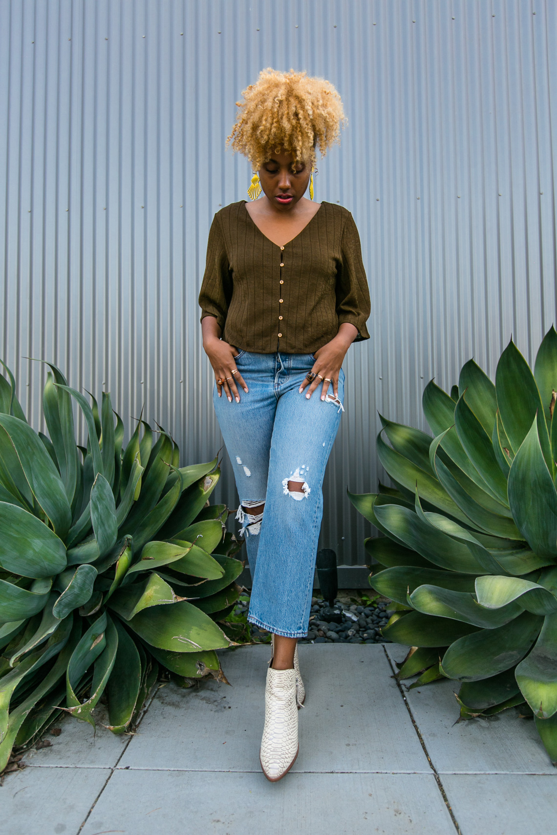 levis-wedgie fit jeans-live clothes minded-wear who you are-h&m blouse