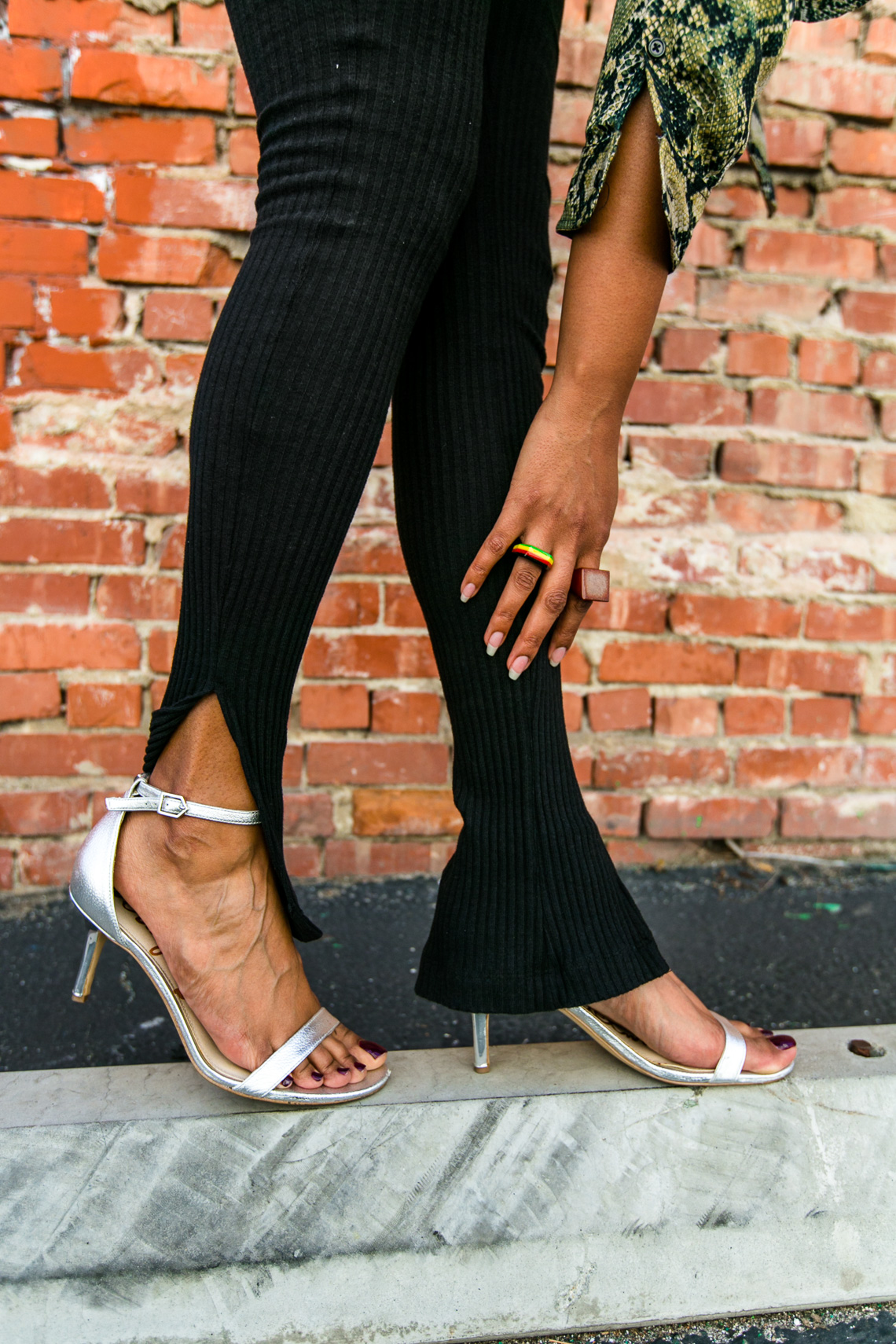 sam edelman sandals-silver strappy sandals-xmmtt-rsee-snake print outfit