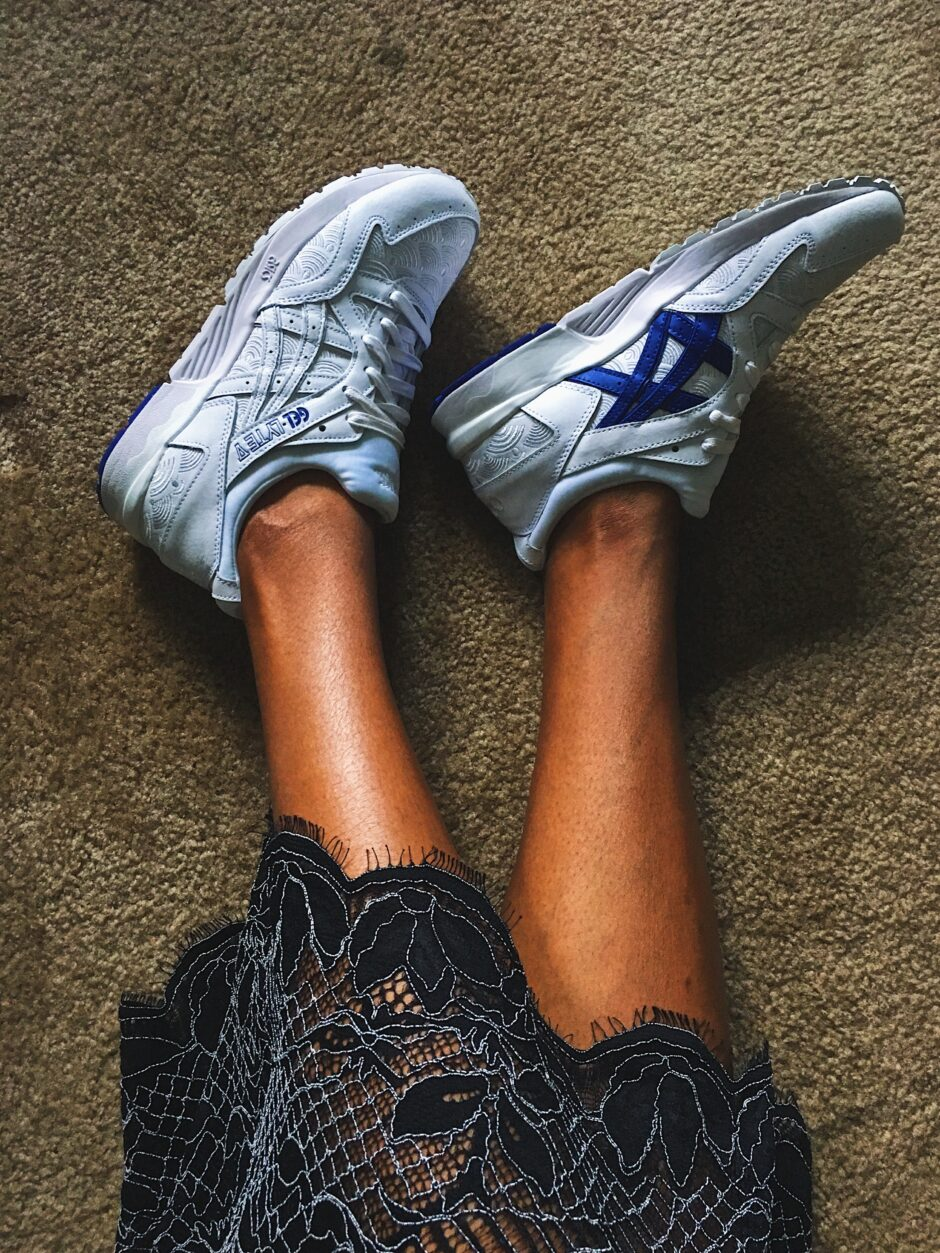 fit femme-sneakers with dresses