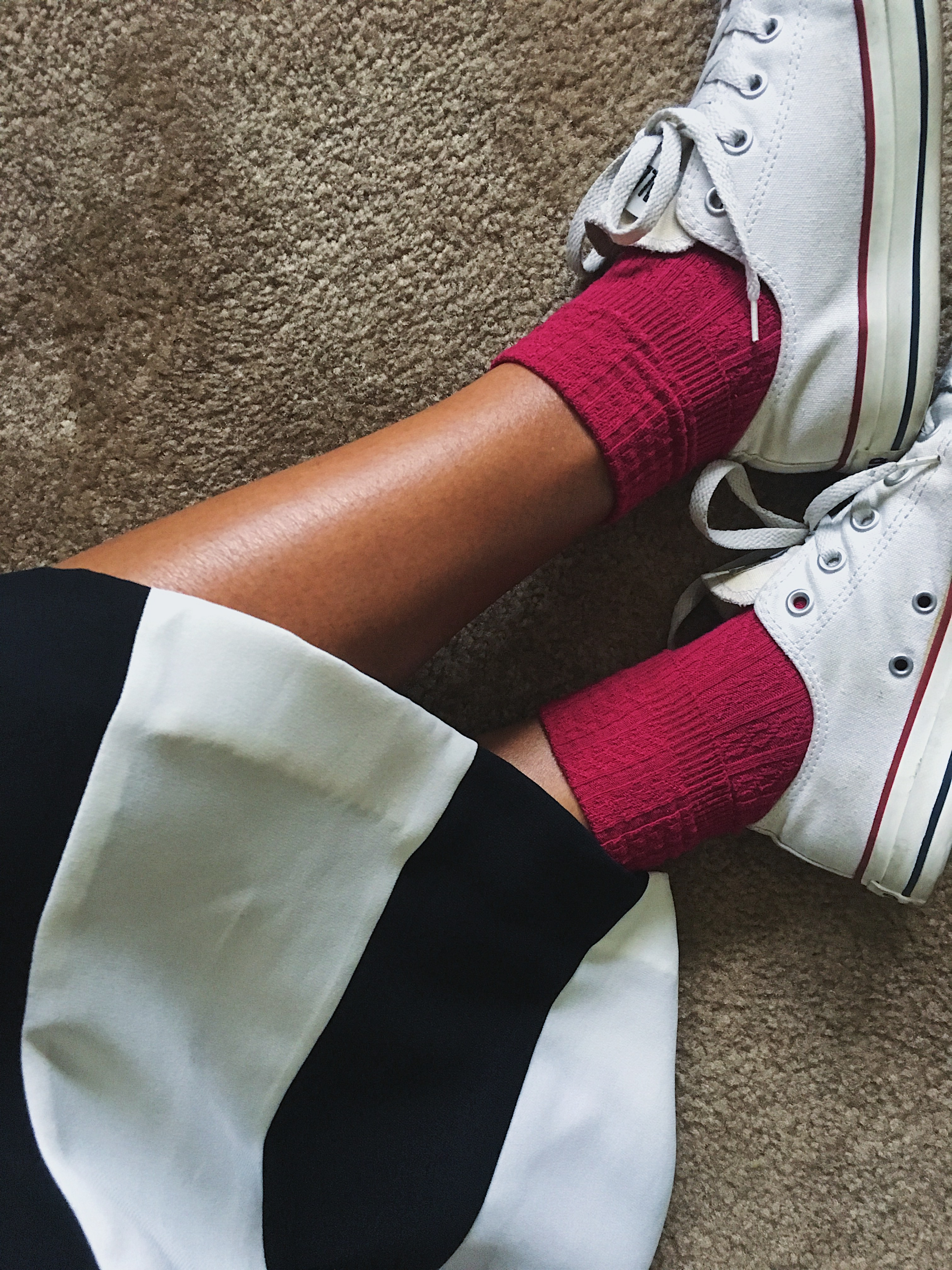 fit femme-sneakers with dresses-converse-pink socks