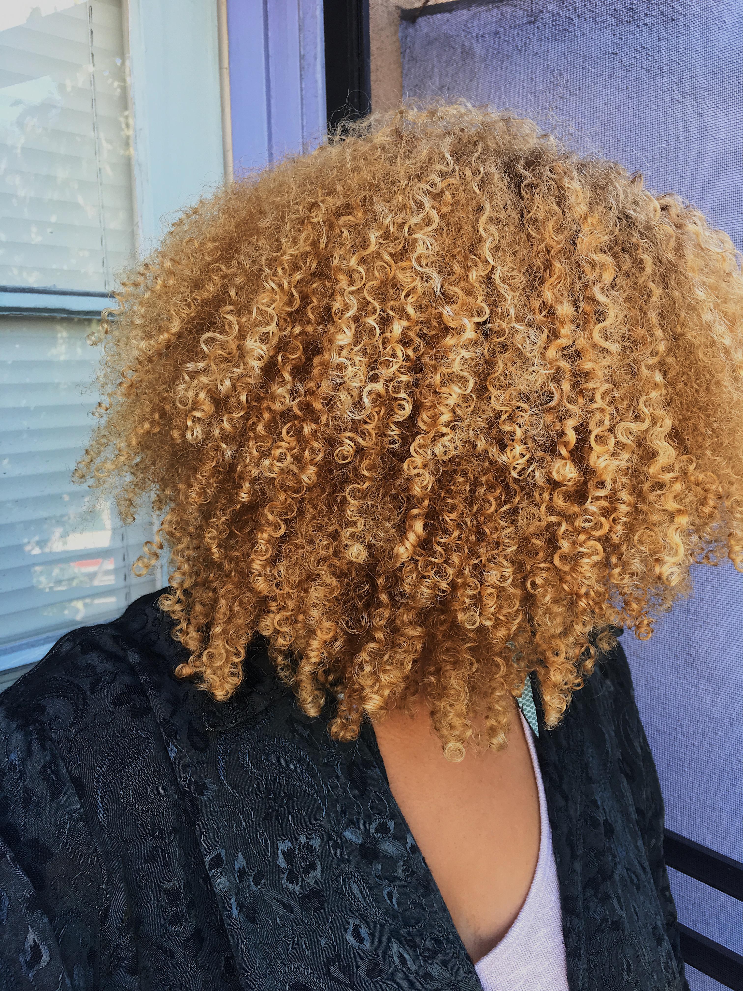 natural hair after using castor oil-blonde curls