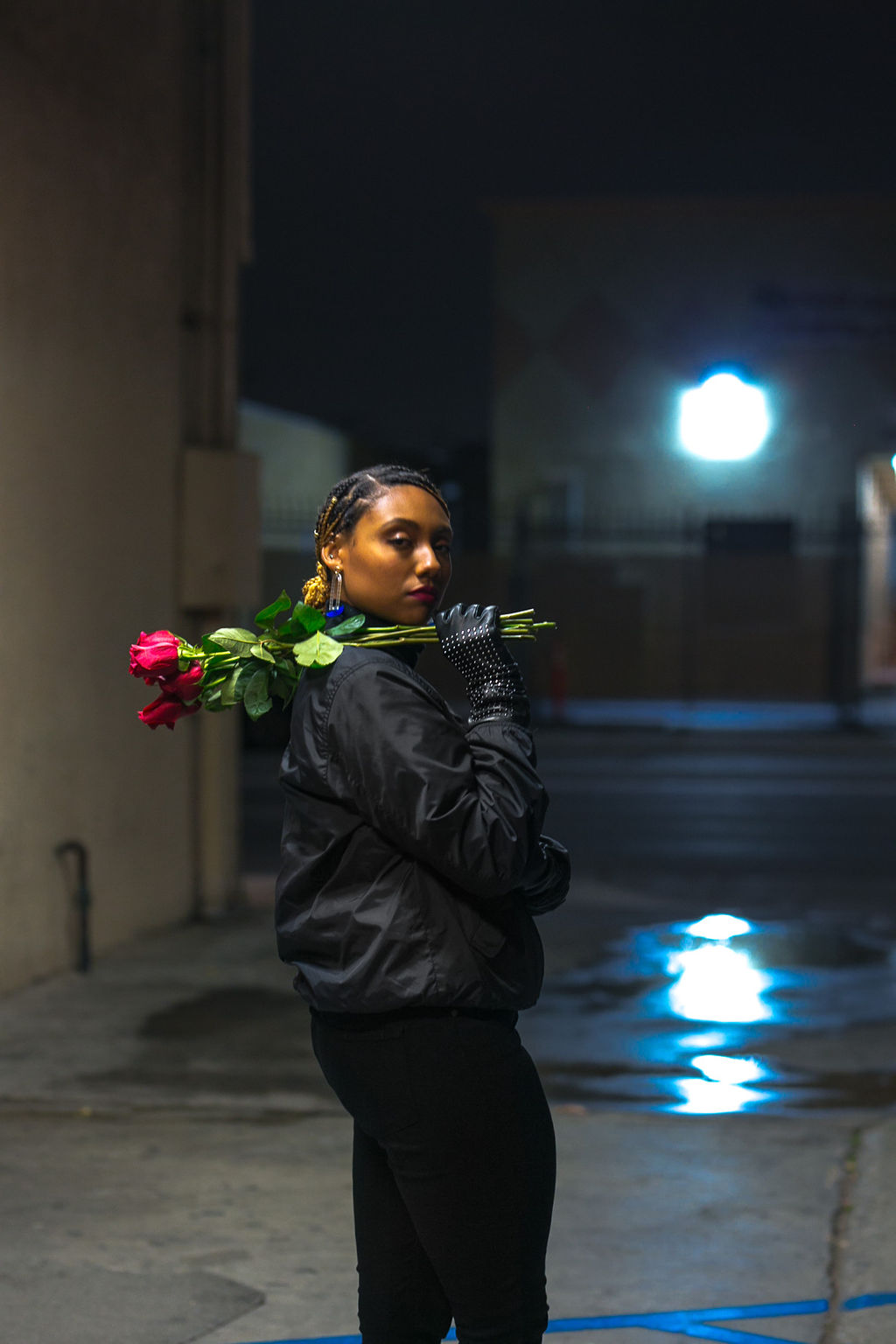 red roses-rsee-xmmtt-wear who you are-lcm-night photography