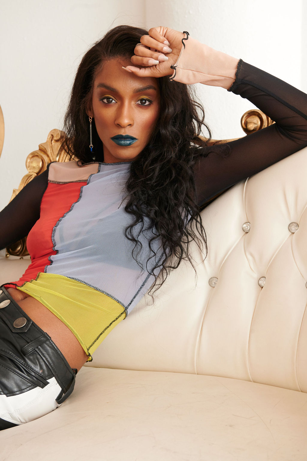 Annju'lia Smalls in Zadig&Voltaire-reaching hand-sheldon botler photography-color blocking-wear who you are-blue lipstick