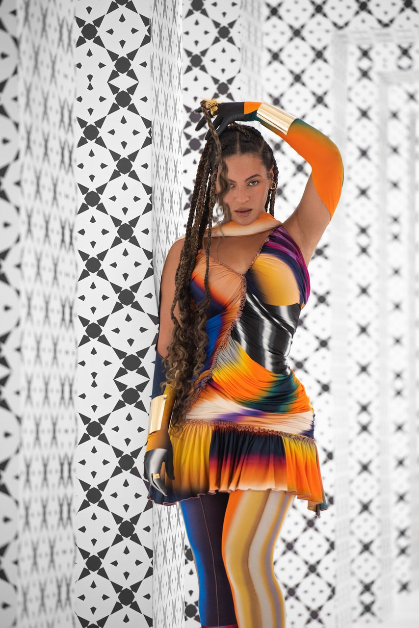 beyonce.com-black-is-king-power-mugler-dress
