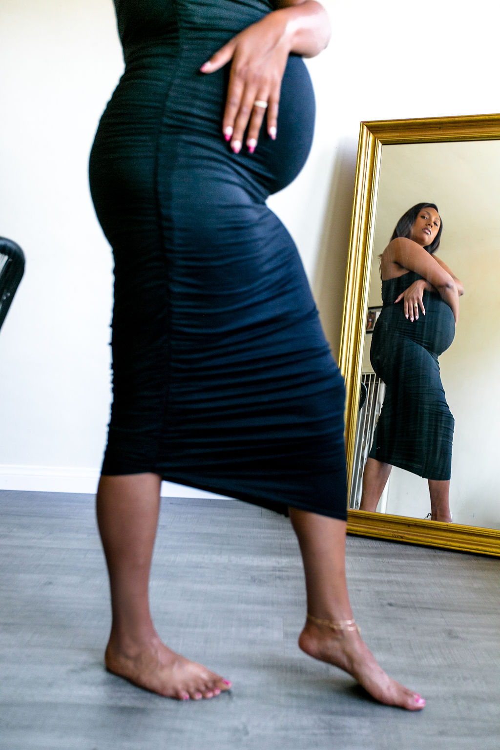 maternity shoot-33 weeks pregnant-pink blush dress-maternity dress-flowers-rsee-liveclothesminded-mirror pic