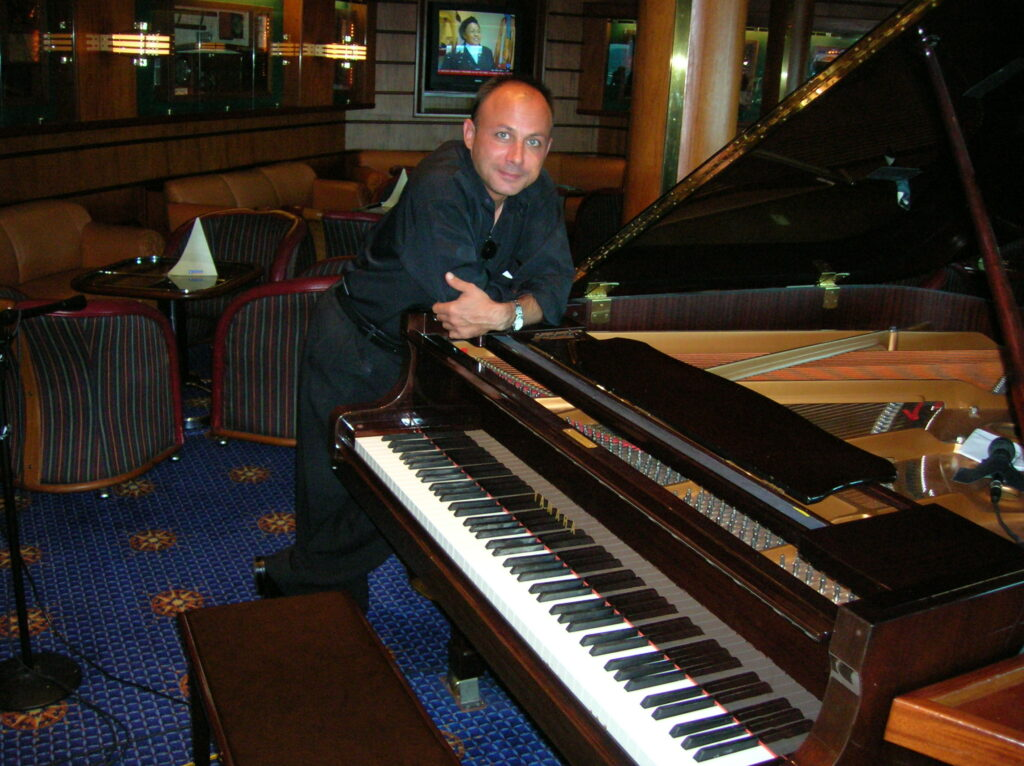Steven Rhye, Piano Bar Entertainer covering everything from 30s and 40s Swing Jazz to Singalongs, Drinking Songs and Parodies