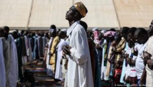 VIDEO: Guinean Imam arrested for leading prayers in the local Mandingo language