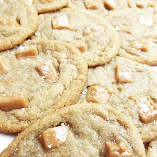 Salted caramel cookies with caramel bits