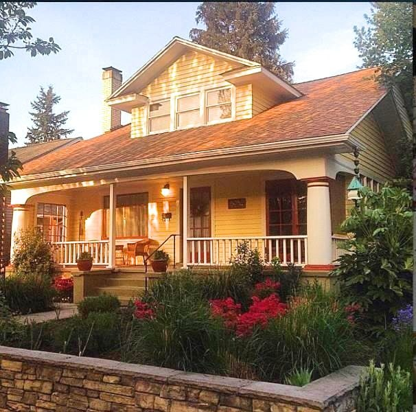 5034 NE Rodney represents an example of the craftsman style. Built in 1922 (Source: Restore Oregon)