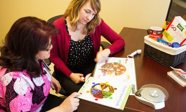 dietitian assisting client with weight maintenance plan to keep weight off