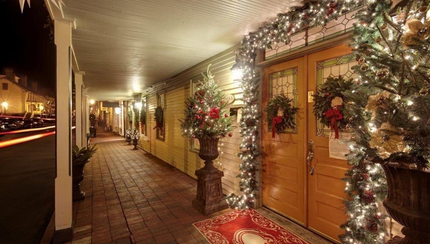 Experience Small Town Tennessee Charm This Holiday Season