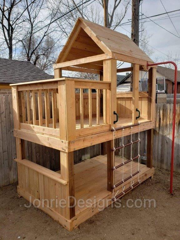 5'x5' Clubhouse with wooden roof, 3'x5' Uncovered porch with baluster rails (5'x8' Footprint), Floor on bottom, 1/2 wall with serving counter, 3' Cargo net, Fireman pole exit.
