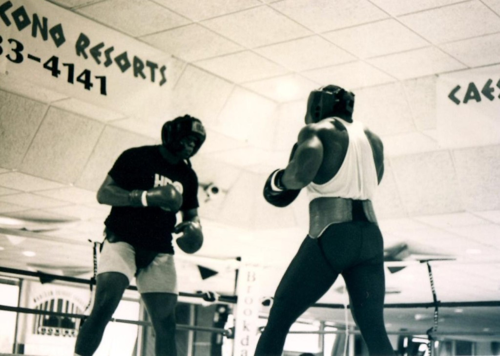 """World Heavyweight champion Riddick """"Big Daddy"""" Bowe training in the Poconos for his upcoming February 6, 1993 bout with Former Champion Michael """"Dynamite"""" Dokes"""