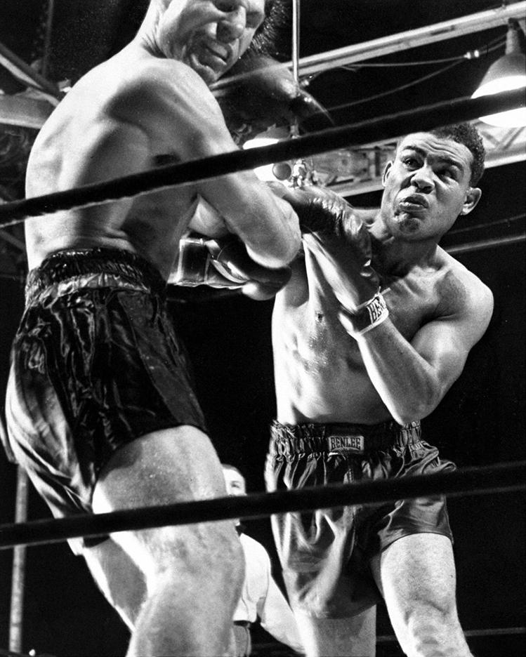 Joe Louis TKO's Lou Nova in 6 in 1941 title defense