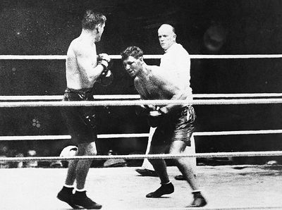 Heavyweight Champion Jack Dempsey (R) looking for an opening against Gene Tunney (CLICK PHOTO TO VIEW FIGHT CLIP)