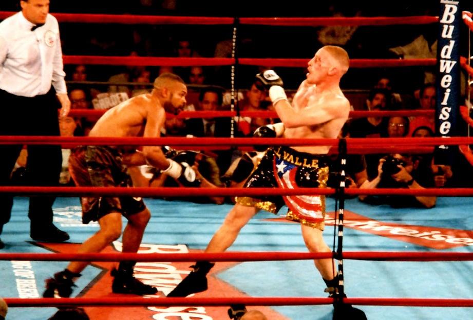 Roy Jones Jr. (L) Vs. Lou Del Valle in Madison Square Garden Theater in 1998 for the WBA and WBC Light Heavyweight tiles. Jones won via KO4.* (PHOTO BY ALEX RINALDI)