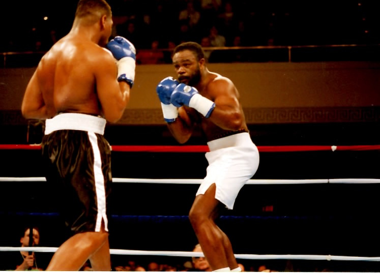 WBA-Cruiser-Champion-Orlin-Norris-R-looking-for-an-opening-challenger-Adolpho-Washington-in-Worcester-MA-PHOTO-BY-ALEX-RINALD