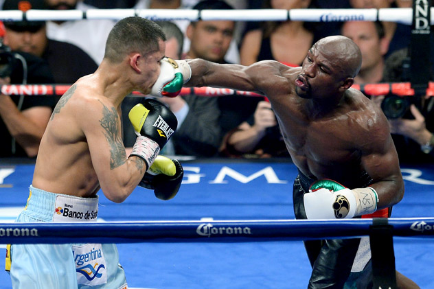 LAS VEGAS, NV - MAY 03: (R-L) Floyd Mayweather Jr. throws a right at Marcos Maidana during their WBC/WBA welterweight unification fight at the MGM Grand Garden Arena on May 3, 2014 in Las Vegas, Nevada. (Photo by Ethan Miller/Getty Images)