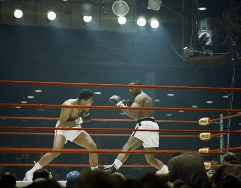 Ali (L) looking for an opening against Sonny Liston (R)
