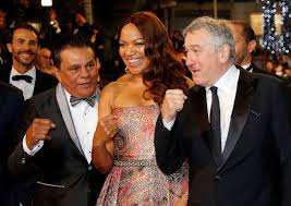 Actor Robert DeNiro (R) snd his wife Diahnne (C) with Roberto Duran (R)