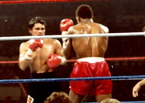 Roberto Duran (L) vs. Davey Moore (R) in Madison Square garden in 1983. (PHOTO BY ALEX RINALDI)