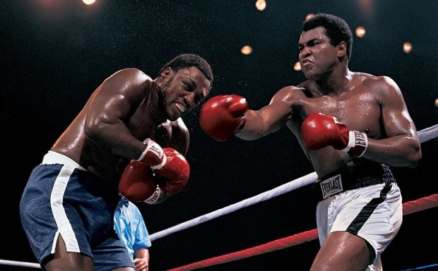 Joe Frazier (L) and Muhammad Ali (R) waging war in the Thrilla in Manila in 1975.