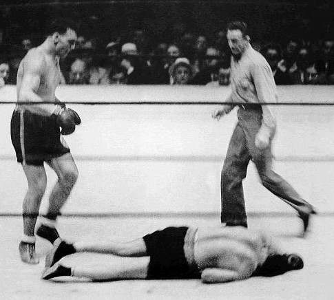 Carnera knocking out Jack Sharkey for the heavyweight title
