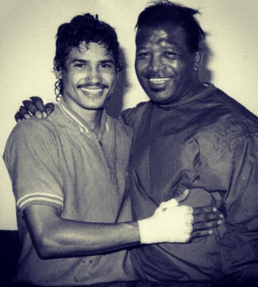 Alexis Arguello (L) with Sugar Ray Robinson (R)