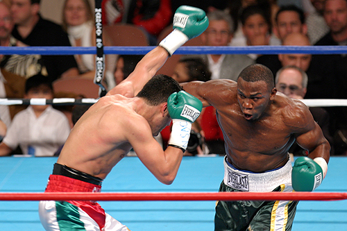 L-R Omar Sheika trades with IBF super middle king Jeff Lacy on 12-4-2004.