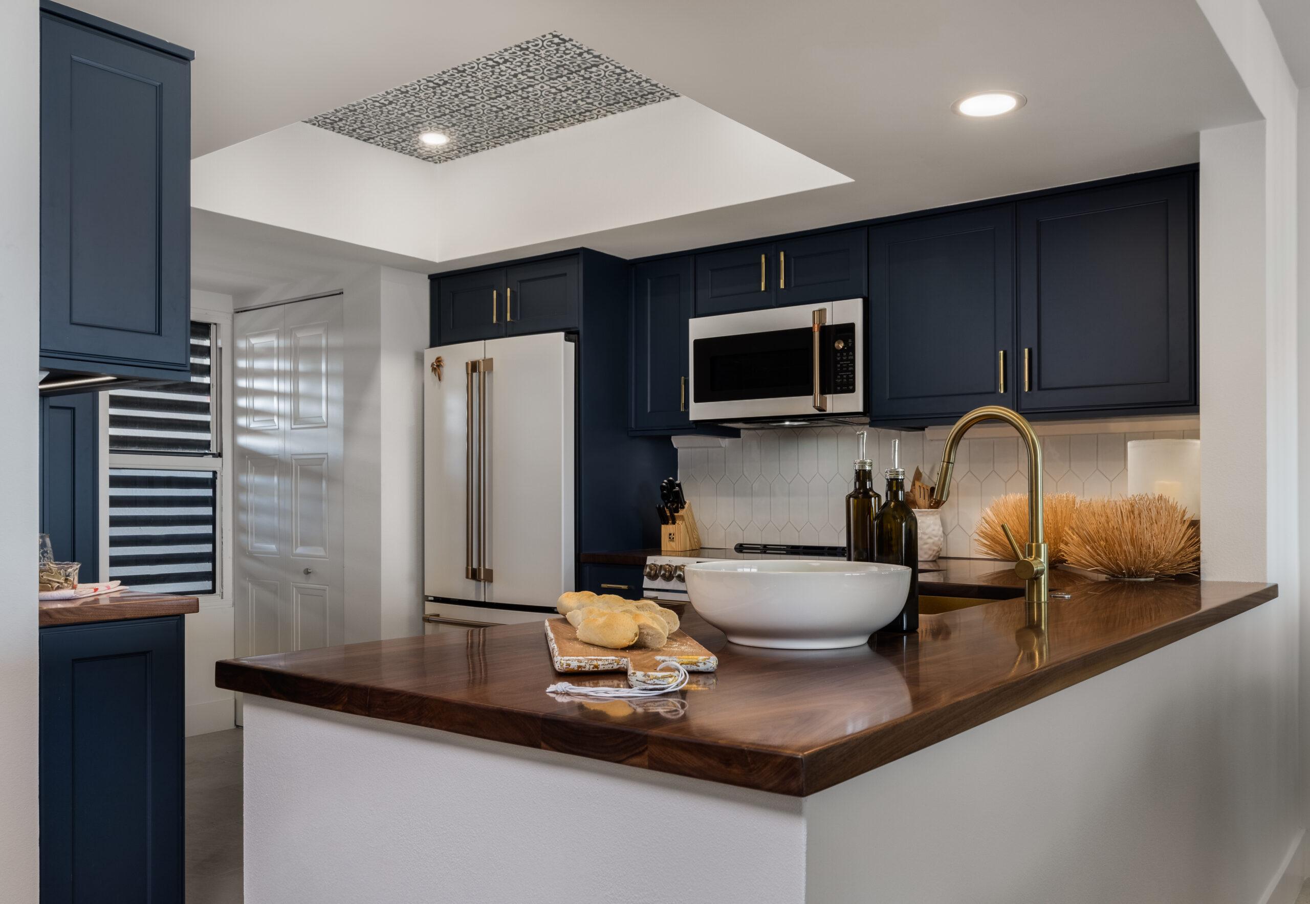 orange moon interiors longboat key kitchen