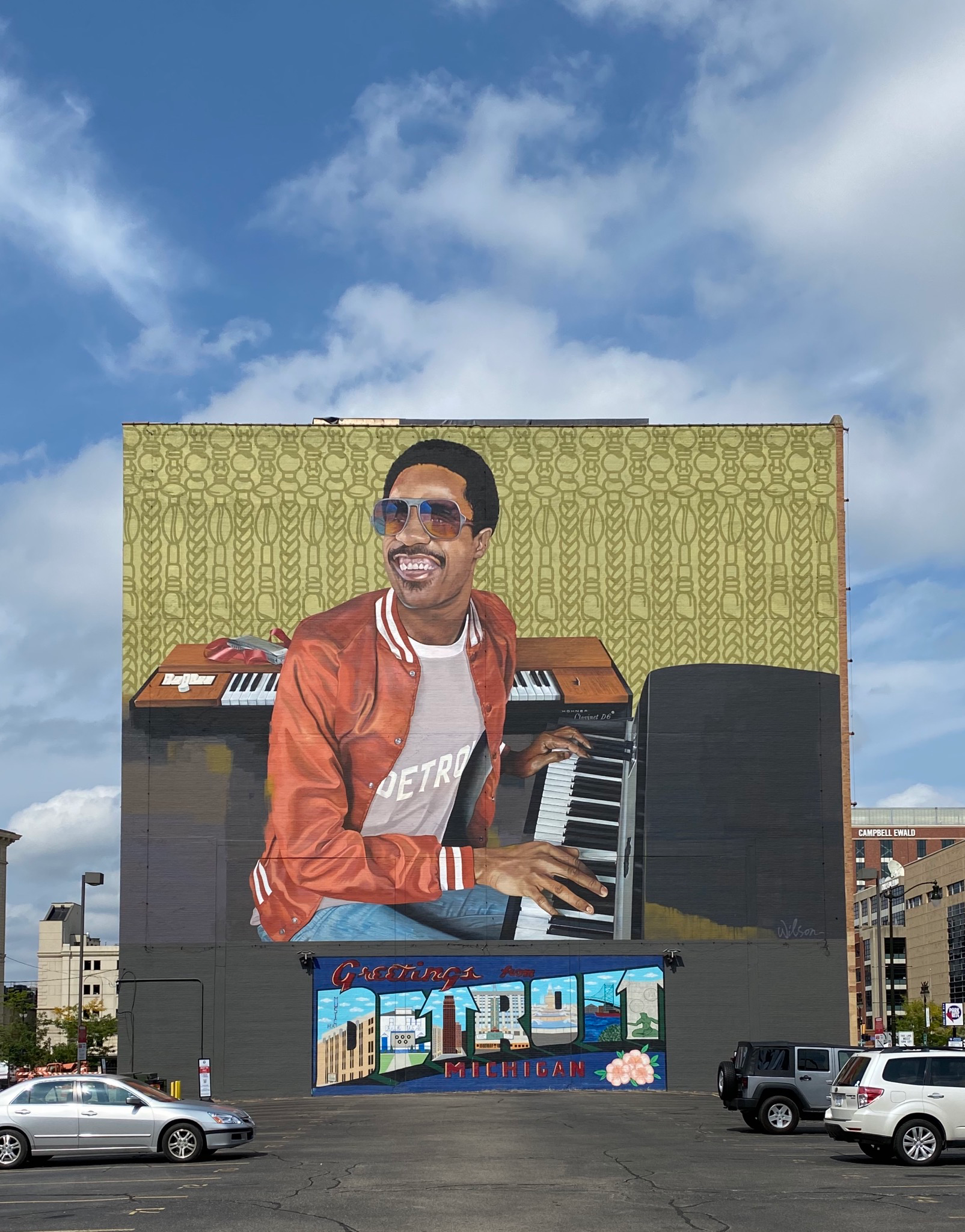 A mural of Stevie Wonder at the piano with Detroit spelled out beneath it