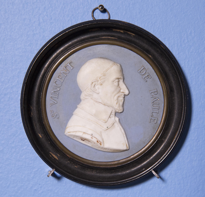 Oval Wedgwood-style jasperware portrait medallion in wood frame. Medallion: 3 1/4 x 3 1/4 in.; frame: 4 1/4 x 4 1/4 in.