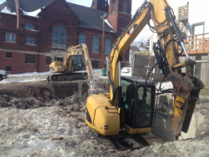 peterson-excavating-and-landscaping-duluth-minnesota-excavating-through-rock