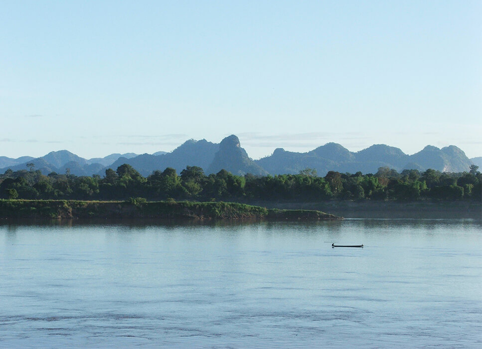 the-mekong-river-with-mountains-1180540_1920