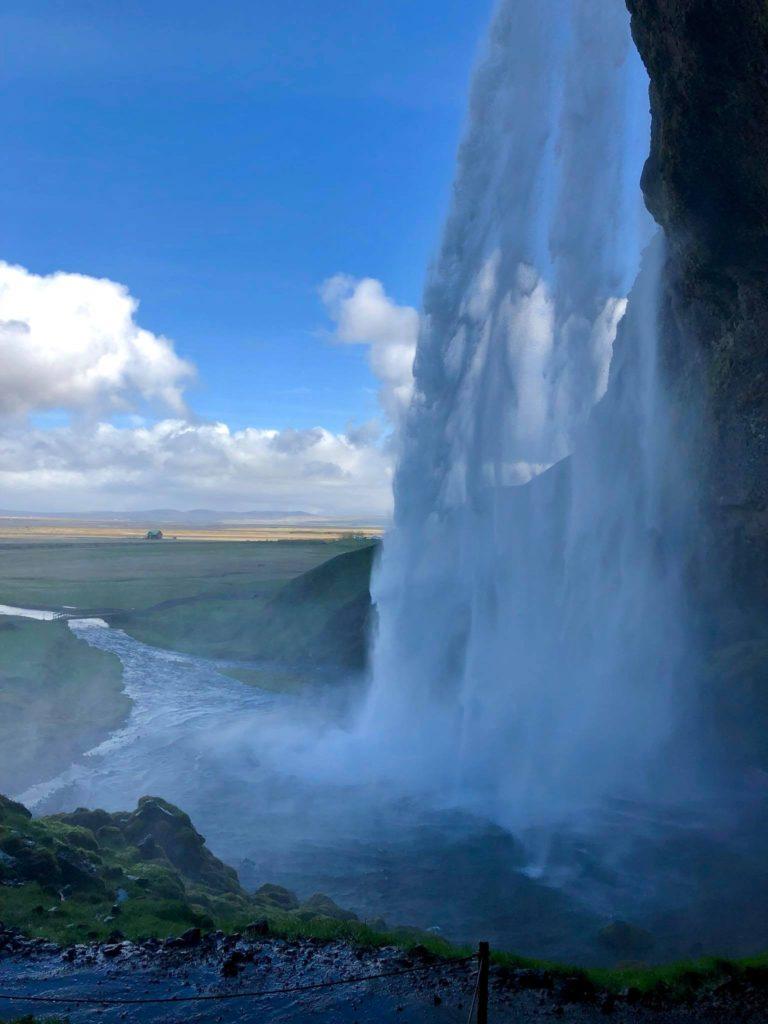 seljalandsfoss-waterfall-iceland-travel-diary