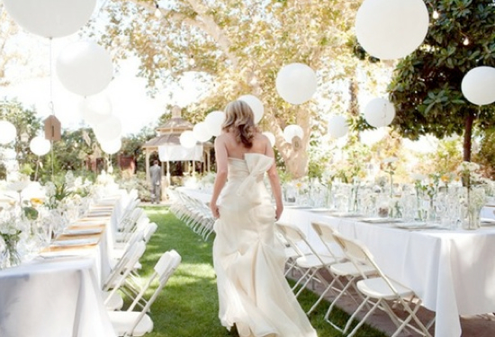 balloon decorations for an outdoor wedding